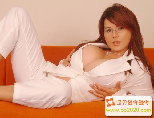 让男人疯狂的乳交方法姿势图第1张