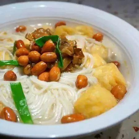 脆花生豆泡汤面_面条怎么做好吃又简单 面条的做法大全第4张