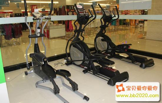 室内固定自行车_健身房有氧运动有哪些项目第2张