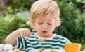 孩子边吃饭边玩危害大!如何改掉宝宝边吃边玩的坏习惯