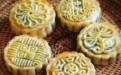 中秋自制月饼吃着才放心 红豆沙月饼家常做法步骤图解